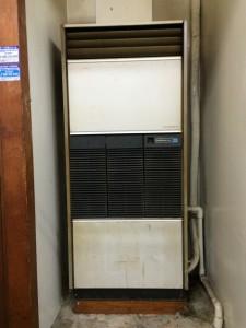 既設のエアコンは床置きタイプでした